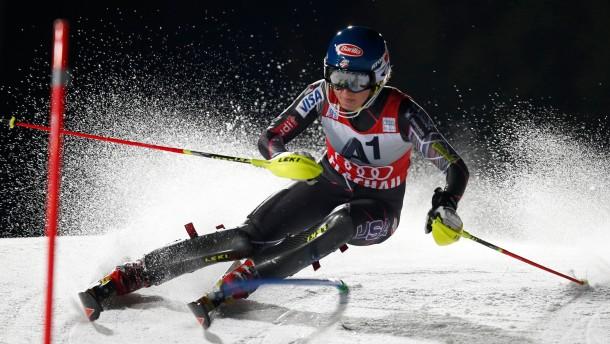 Höfl-Riesch Vierte beim Flutlicht-Slalom