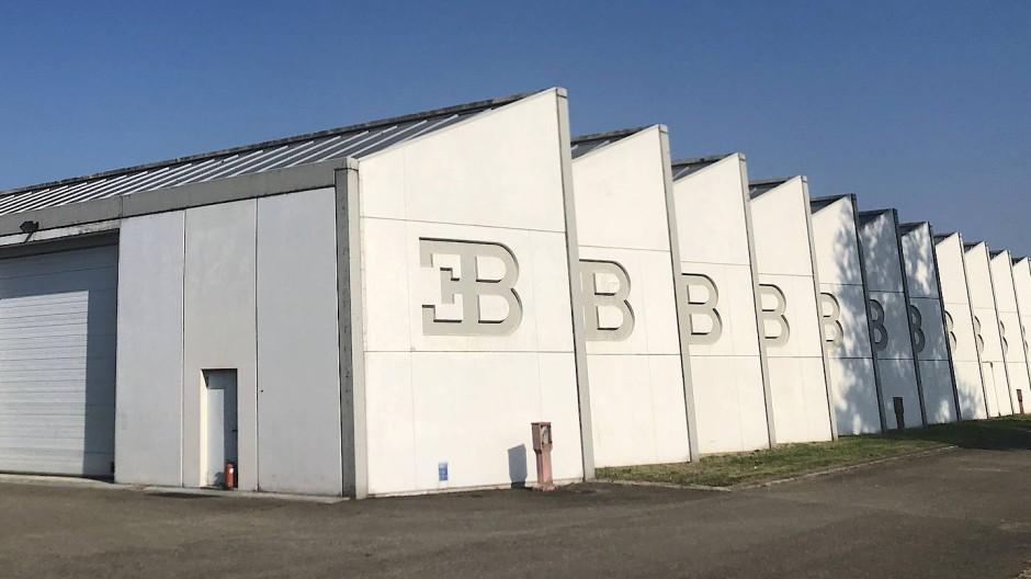 Die seit 24 Jahren verwaisten Fertigungshallen des Bugatti EB 110
