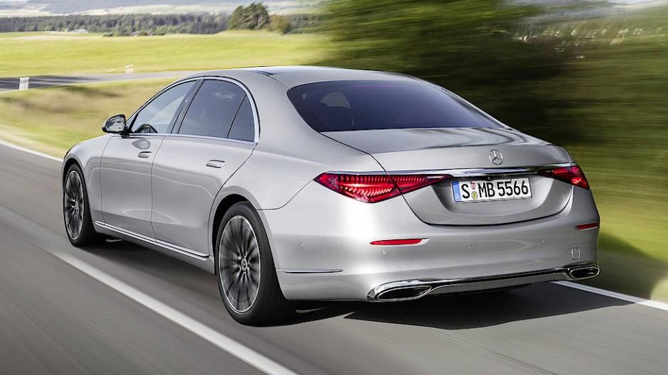 Wieder einmal hat Mercedes-Benz für die neue Generation seines Flaggschiffs kaum einen Stein auf dem anderen gelassen.