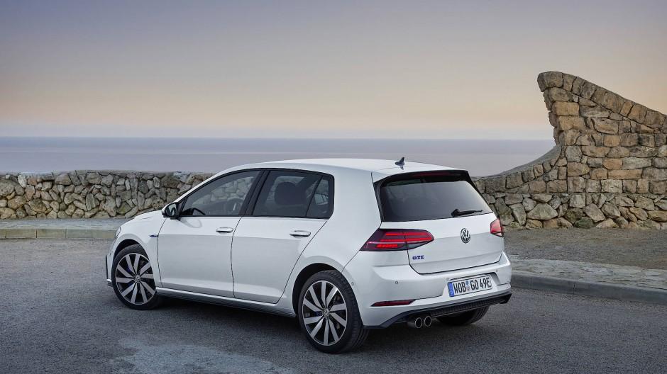 Er kostet in Basisausstattung 36.900 Euro und liegt damit rund 20 Prozent über seinen kräftigsten Brüdern mit Diesel oder Benzin.