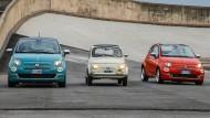 Was war der originale Cinquecento doch für ein winziges Auto, hier umrahmt von seinem Nachfolger.