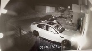 Überwachungskamera filmt Autodiebstahl