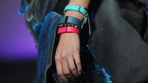 Das Armband der Neelie Kroes