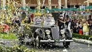 """So sehen Sieger aus: Den begehrten Preis """"Best of Show"""" holte sich ein 1936er Lancia Astura Pinin Farina Cabriolet, von dem insgesamt nur sechs Exemplare gebaut wurden."""