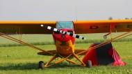 Wer seine Piper liebt, campiert am besten unter der Fläche. Die Bemalung des Propellers sorgt dafür, dass er besser zu sehen ist, wenn der Motor läuft.