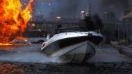 """Filmgeschichte: Sunseeker Superhawk 34 auf der Themse im James-Bond-Streifen """"Die Welt ist nicht genug"""""""