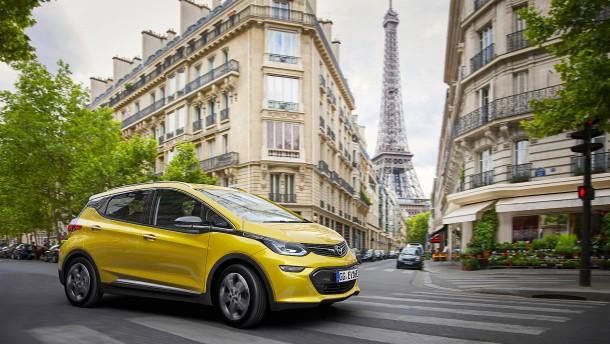 Ein Elektro-Auto von Opel fährt 500 Kilometer weit