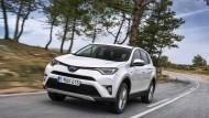 Fast ein Schnäppchen: Mit Frontantrieb ist der Hybrid-SUV in Comfort-Ausstattung für 31.990 Euro zu haben.