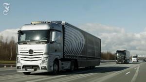 So fahren Lastwagen fast autonom im Windschatten