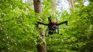 Alles im Überblick: Drohne der DB Netz AG.