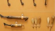 Jeder Handwerker der Manufaktur hat sein eigenes Werkzeug.