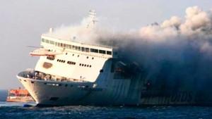 Fähre mit mehr als 200 Passagieren in Brand geraten