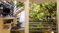 Pflanzenvorhang, begehbares Aquarium, wucherndes Grün: Patrick Blanc hat sich die Natur ins Haus geholt.
