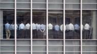 Das große Zittern: Bei der Investmentbank Lehman Brothers stand die Belegschaft 2008 unter Schock.