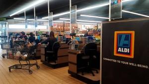 Aldi und Lidl greifen Walmart an