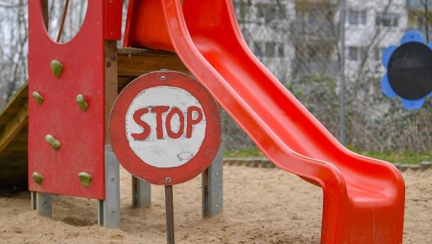 Kita zu - soll es für Eltern länger Lohnersatz geben?