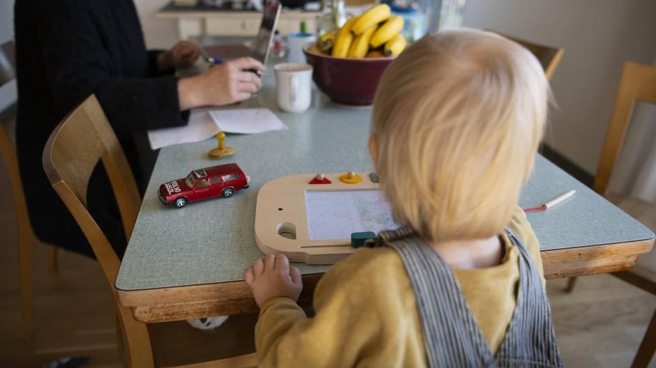 """Im Homeoffice wird auch das Kind schnell mal zum """"Bürokollegen""""."""