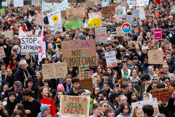 Demonstranten in Lausanne, einige Tage bevor sich die Wirtschafts- und Politikelite in Davos trifft. Nicht nur die Klimapolitik steht im Fokus der Protestler – auch der Kapitalismus.