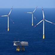 Windräder (und ein Umspannwerk) vor der Sylter Küste