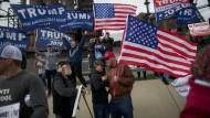 Sie sind vor allem eines: weiß. Trumps Unterstützer fürchten den demographischen Wandel.