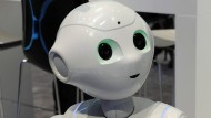 """Der Roboter """"Pepper"""" von der japanischen Firma Softbank auf dem Mobile World Congress in Barcelona im Februar."""
