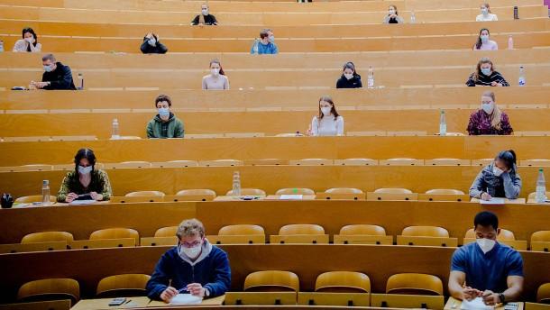 Zahl der Studenten ohne Abitur steigt weiter