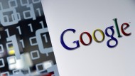 Hat Google heimlich Hillary Clinton unterstützt? Der Vorwurf steht im Raum, doch Zweifel sind angebracht.
