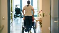 Gut ausgebildete Pflegekräfte werden vielerorts gesucht.