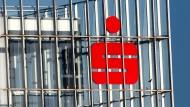 Düsseldorfs Bürgermeister will, dass die Sparkasse Düsseldorf mehr Gewinn an die Stadt ausschüttet.
