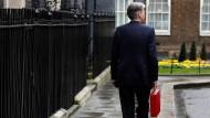 Der britische Finanzminister Philip Hammond warnt seine Landsleute vor Selbstgefälligkeit.