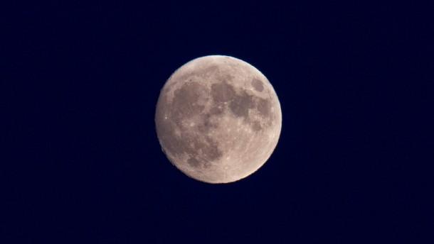 Wassereis auf dem Mond entdeckt