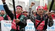 Tausende demonstrieren gegen die WTO