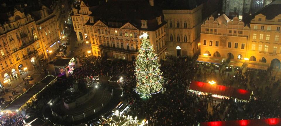 Wie Entstand Der Weihnachtsbaum.Ostalgie Unterm Weihnachtsbaum Eine Kleine Warenkunde