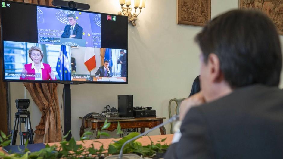 Statt im Kreis verhandelt man derzeit auf Kacheln: Die Perspektive des italienischen Ministerpräsidenten Giuseppe Conte im Gespräch mit EU und IWF.