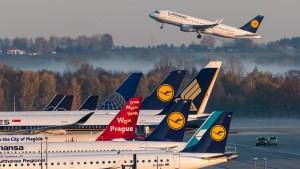 Internationale Fluglinien greifen deutschen Staat an