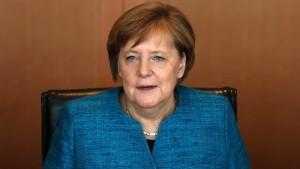 Merkel macht sich für begrenzte Steuersenkungen stark