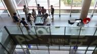 Nicht nur in westlichen Unternehmen: Angestellte des chinesischen Internet-Riesen Alibaba spielen in einer Pause Tischfußball.