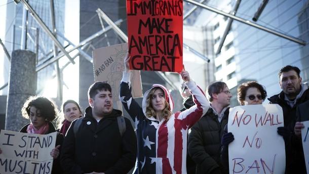 Konzerne eskalieren Protest gegen Einreiseverbot