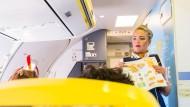 Billiger an Bord: Ryanair könnte durch das Luxemburger Urteil Vorteile bei den Personalkosten einbüßen.