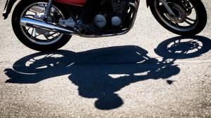 Scheuer verteidigt seine Motorradpläne