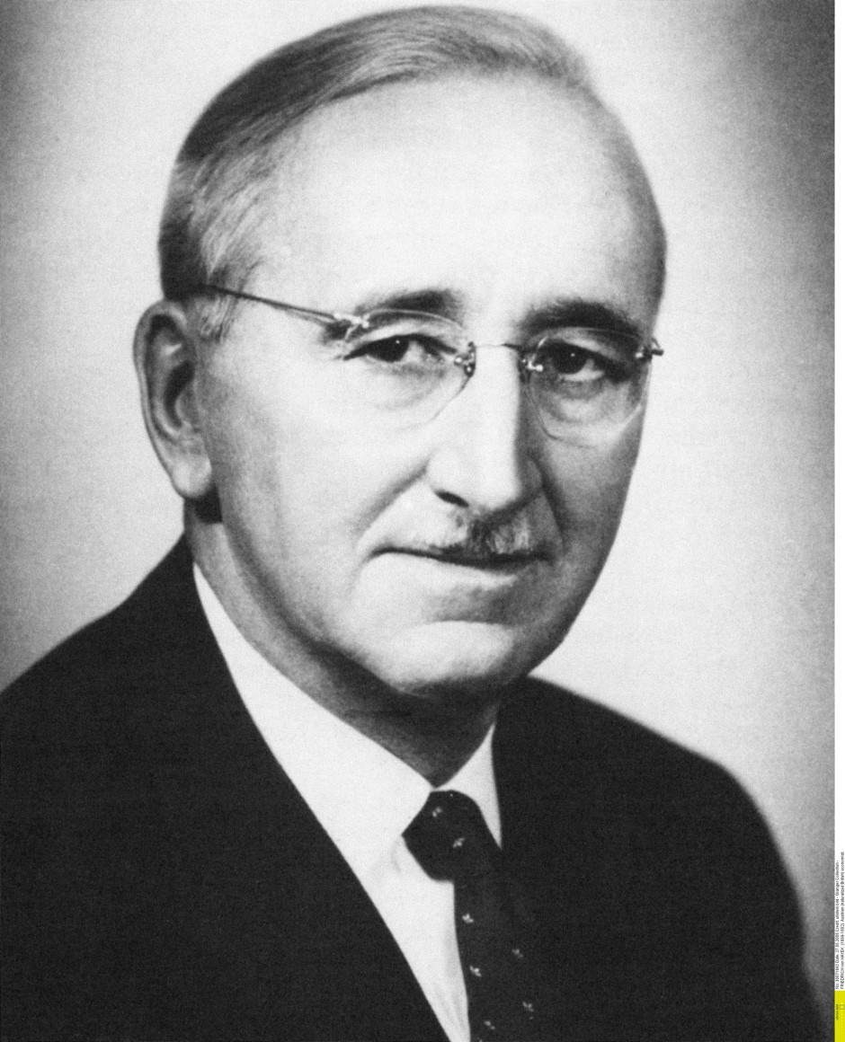 friedrich a hayek I studied articles about hayek's prices and production obsessively, and his  interpretations of knut wicksell's work on the concept of two interest.