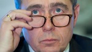 Früherer Opel-Chef Stracke wechselt zu Magna