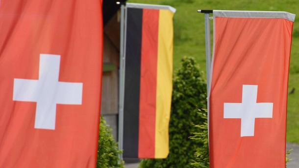Deutsche und Schweizer Flaggen