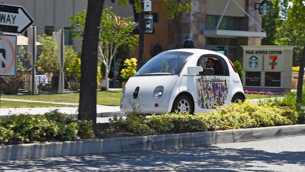 Blechschaden bei Unfall mit Googles Roboterwagen