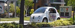 Die selbstfahrenden Autos von Google sind in rund sieben Jahren in über ein Dutzend kleinerer Unfälle verwickelt gewesen, während die Software die Kontrolle hatte.