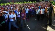 Ab nach Kolumbien: Rund 35.000 Venezuelaner nutzen die vorübergehende Grenzöffnung, um endlich wieder in Supermärkten mit gefüllten Regalen einkaufen zu können.