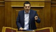 Kämpferisch: Alexis Tsipras während seiner Regierungserklärung am Sonntag im Parlament in Athen.