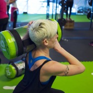 Schwere Bürde: Fitnessstudios fürchten das Internet.