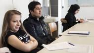 Deutschkenntnisse stehen am Anfang: Berufsvorbereitung für Flüchtlinge an einem Berufskolleg in Düsseldorf.