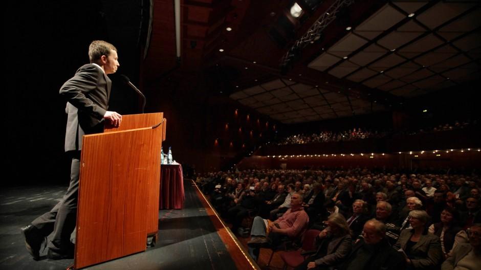 Der Ökonom Bernd Lucke am Pult